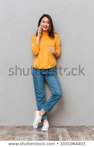 счастливым · женщину · позируют · изолированный · серый · стены - Сток-фото © deandrobot