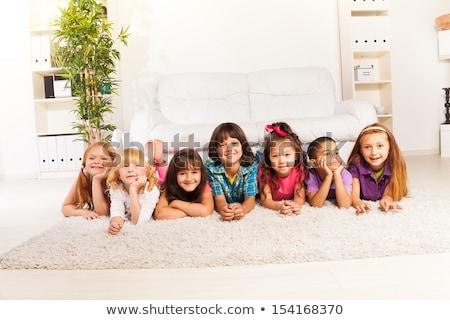 Acht weinig kid zitten sofa woonkamer Stockfoto © Lopolo