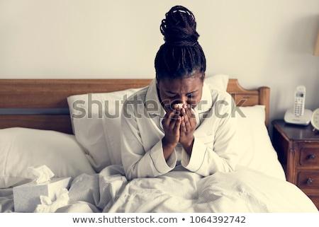 Vrouw griep allergie vergadering gras boom Stockfoto © Lopolo