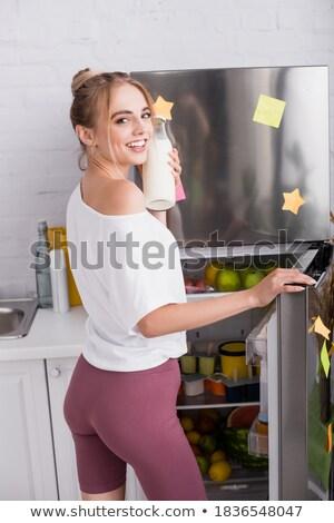 Mujer atractiva manzana naranja pie blanco Foto stock © wavebreak_media