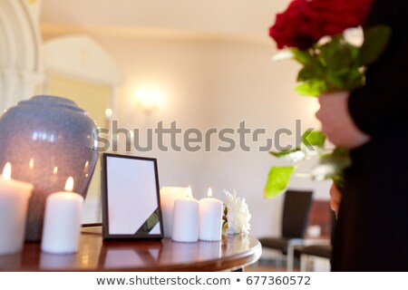 Gyász nő tart közelkép portré szomorú Stock fotó © CandyboxPhoto