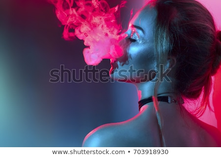 Roken meisje jeans shirt vrouw hand Stockfoto © caimacanul