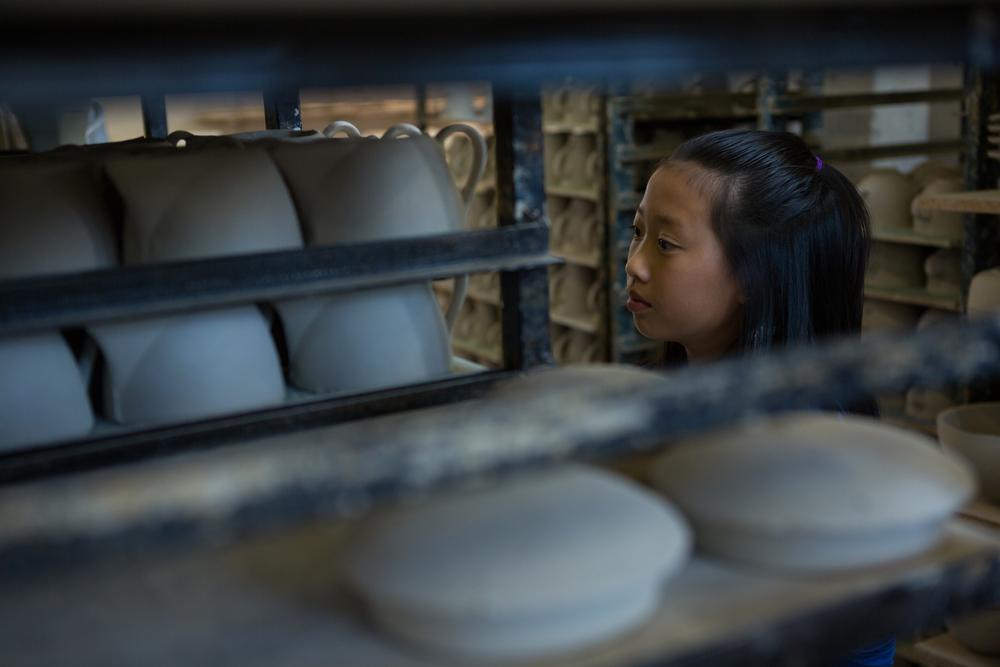 Fille plateau poterie atelier enfant Photo stock © wavebreak_media