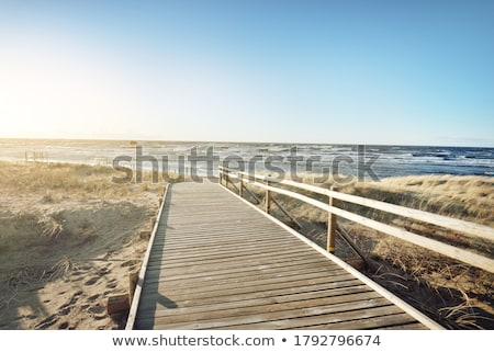 Caminhada mar areia mulher vestido branco de volta Foto stock © simply