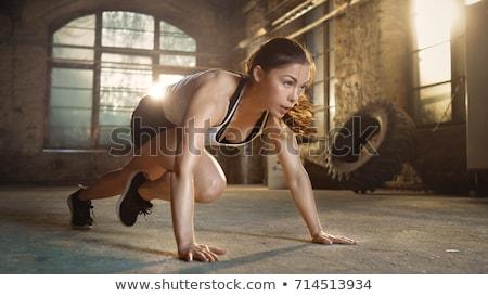 menina · exercer · ginásio · bonitinho · treinamento · escuro - foto stock © bezikus