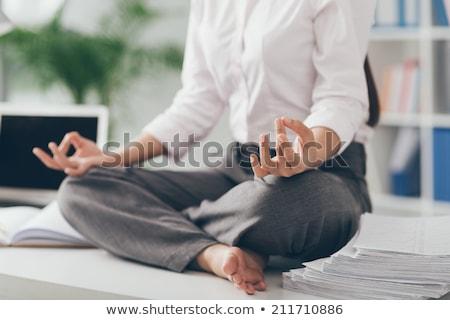 joven · meditando · loto · plantean · yoga - foto stock © rastudio
