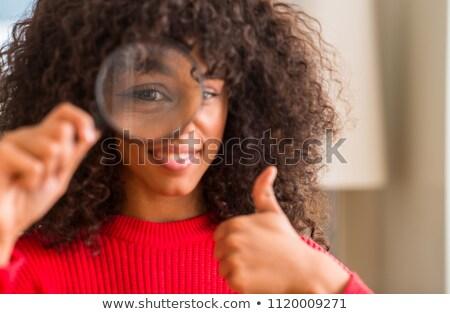 dermatologo · guardando · capelli · biondi · lente · di · ingrandimento · primo · piano · donna - foto d'archivio © kzenon