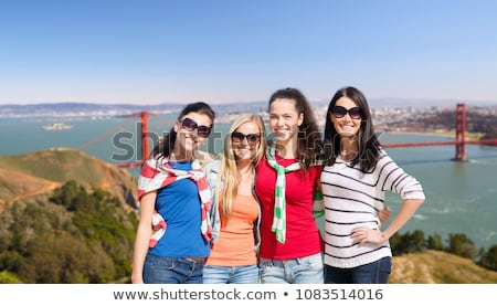 Grupo feliz amigos Golden Gate Bridge viajar turismo Foto stock © dolgachov