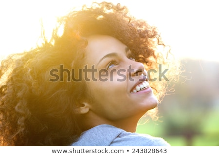 Porträt jungen lächelnde Frau Freien glückliches Gesicht Stock foto © ElenaBatkova