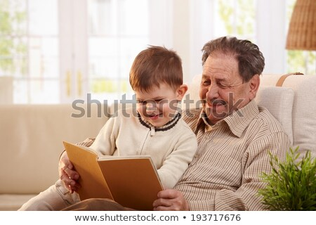 abuelo · aprendizaje · nieto · leer · ninos · feliz - foto stock © photography33