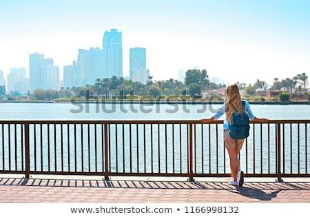 Kobieta turystycznych plecak panorama jezioro drzewo Zdjęcia stock © dashapetrenko