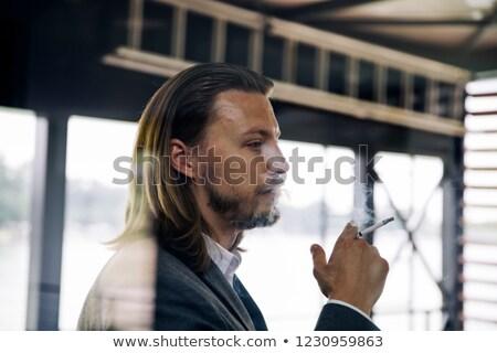 Oldalnézet fiatal üzletember élvezi szivar törik Stock fotó © boggy