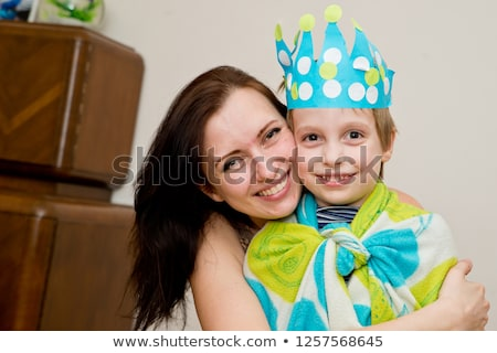Pequeno menino traje rei vermelho Foto stock © acidgrey