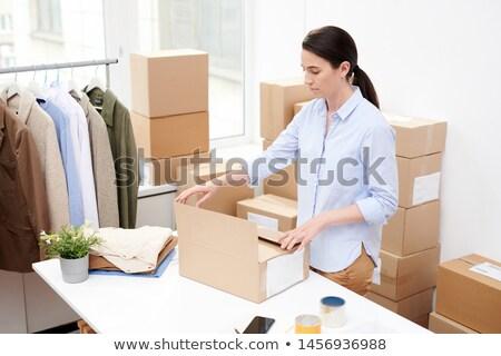 Jóvenes oficina gerente para cliente Foto stock © pressmaster