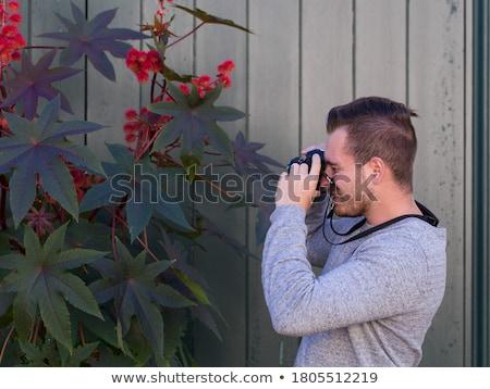 Homem reflexo câmera mão jovem Foto stock © nito