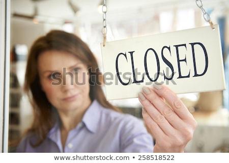 üzlet bolt tulajdonos zárva felirat bolt Stock fotó © boggy