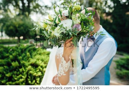 Alegre recém-casados casamento cara buquê de casamento Foto stock © ruslanshramko