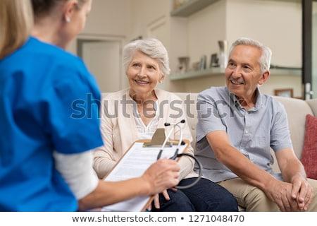 Foto stock: Médico · paciente · casal · de · idosos · médico · idoso · casal