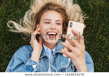 portré · boldog · fiatal · nő · pózol · park · szabadtér - stock fotó © HASLOO