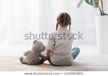Stok fotoğraf: Küçük · kız · oturma · oyuncak · ayı · arka · plan · çocuk · komik