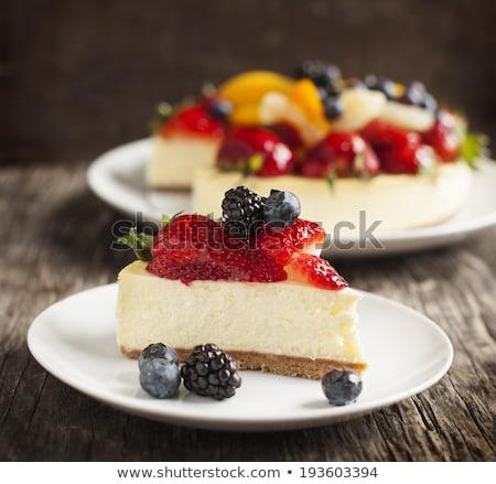 Cheesecake çilek yaban mersini kivi krem beyaz Stok fotoğraf © doupix
