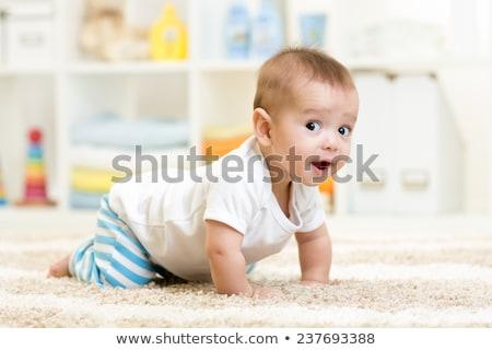 Kruipen baby naar vooruit glimlachend glimlach Stockfoto © Lighthunter