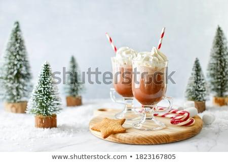 Christmas warme chocolademelk mok decoraties lichten achtergrond Stockfoto © IngridsI