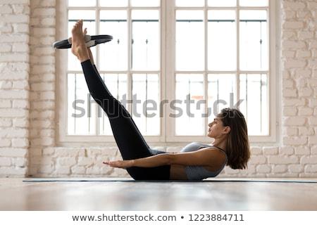 Pilates mujer cien ejercicio entrenamiento gimnasio Foto stock © lunamarina