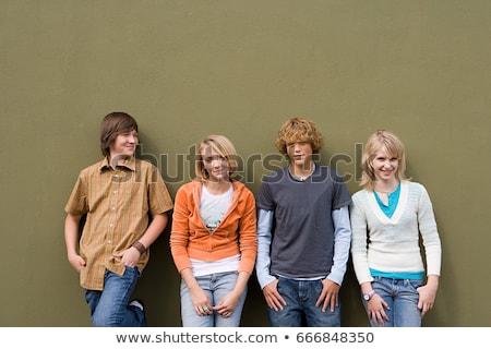 gençler · duvar · mutlu · grup · ayakta · güzel · kız - stok fotoğraf © is2