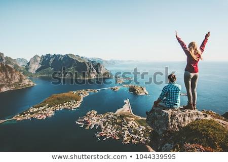 カップル · 家族 · 一緒に · 崖 · エッジ - ストックフォト © elenabatkova