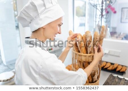 Pék nő kenyeres kosár elad francia kenyér kosár Stock fotó © Kzenon
