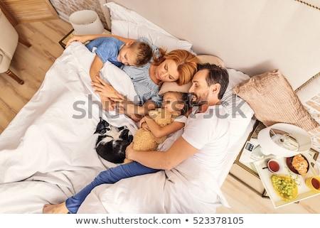 Marido esposa dormir cama cara negro Foto stock © photography33