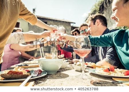 genç · arkadaşlar · içme · gül · şarap · yaz - stok fotoğraf © photography33