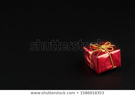 Rouge coffret cadeau arc or ruban large Photo stock © elgusser