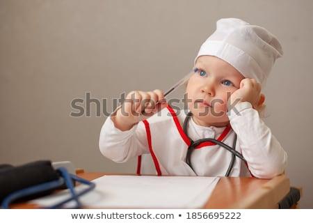 fiatal · nő · orvos · fehér · kabát · számítógép · gondolkodik - stock fotó © get4net