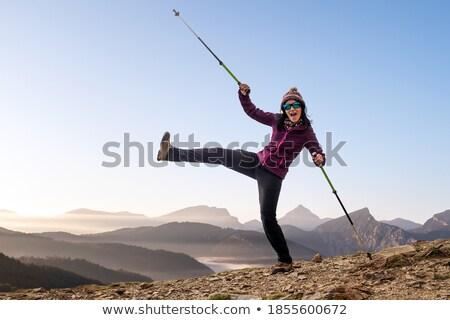 Foto stock: Feliz · mulher · jovem · saltando · alto · inverno · dia