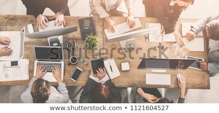 Dizüstü bilgisayar etrafında tablo bilgisayar Internet toplantı Stok fotoğraf © cuteimage