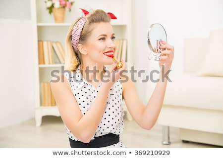 jeune · femme · regarder · miroir · fille · visage · femmes - photo stock © amosnet