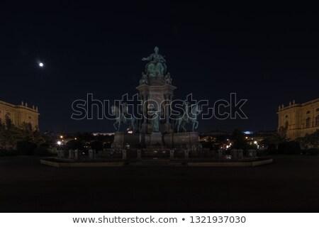 Notte costruzione città arte viaggio statua Foto d'archivio © tommyandone
