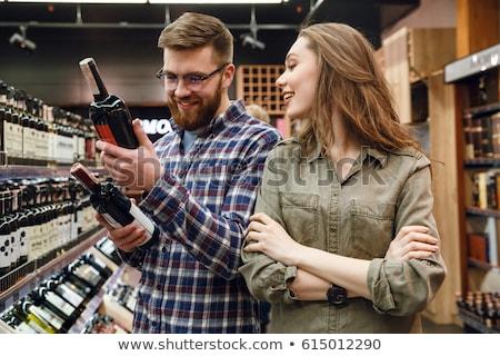 Frau Mann kaufen Wein Supermarkt Rotwein Stock foto © Kzenon