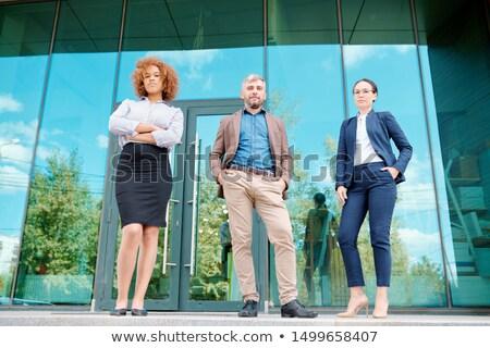Rangée jeunes élégante bureau gestionnaires permanent Photo stock © pressmaster