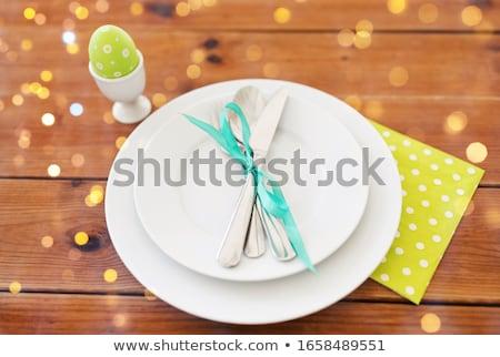œuf de Pâques tasse plaques coutellerie Pâques vacances Photo stock © dolgachov