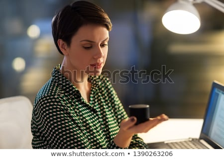 Empresária inteligente alto-falante noite escritório negócio Foto stock © dolgachov