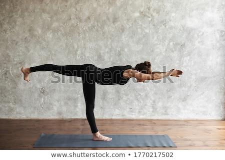 Jovem mulher atraente ioga guerreiro pose Foto stock © GVS
