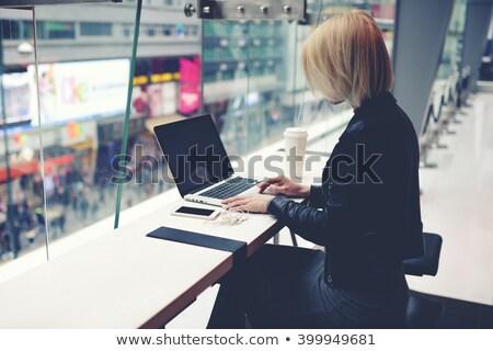 ビジネスマン · 小さな · 撮影 · 拳銃 · コンピュータ · ピンク - ストックフォト © w20er