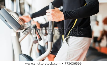 personal · trainer · yardım · kadın · kürek · çekme · makine · kadın - stok fotoğraf © boggy