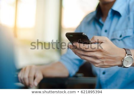 Foto stock: Feliz · asiático · homem · falante · telefone · móvel · caminhada