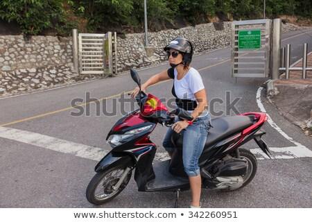 Gondtalan fiatal nő vezetés moped boldog retro Stock fotó © Kzenon