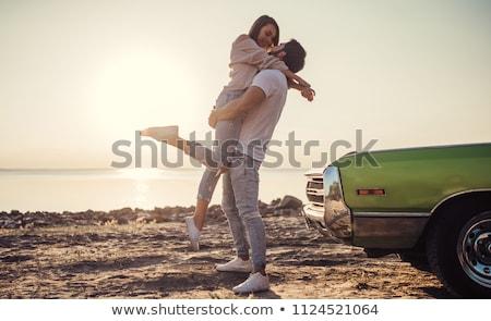 amor · Pareja · tomados · de · las · manos · pie · gris · estudio - foto stock © feedough