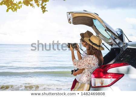 souriant · famille · permanent · voiture · jardin · chien - photo stock © is2